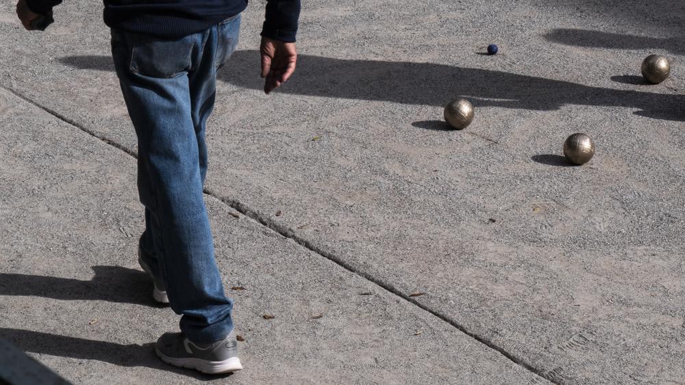 bocce-ball-playing