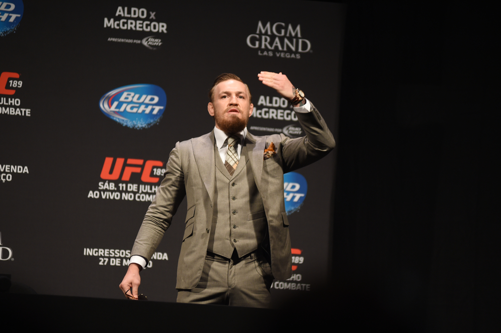 conor mcgregor blows kiss to fans